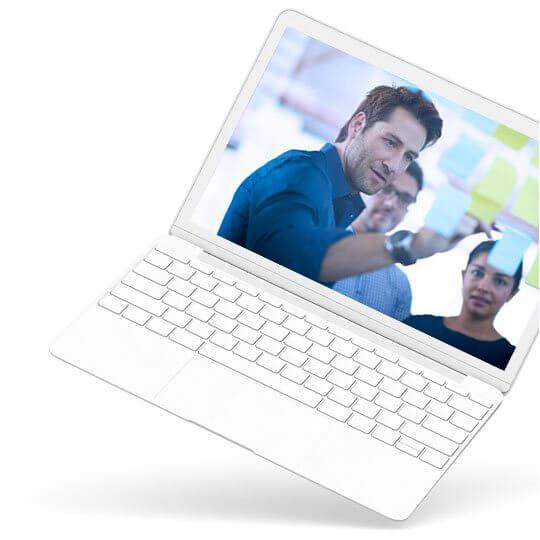 Laptop ze stroną internetową
